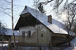 ČISTÁ nenabízí pouze pohled na tamní kostel. Lidé se mohou podívat třeba na historickou roubenku  č. p. 171.
