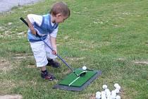 Desítky zájemců vyzkoušely nové golfové hřiště.