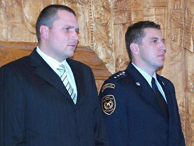 Hasiči z Budislavi, Martin Heger a Marek Bulva,  převzali medaile za odvahu.