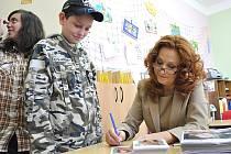 Herečka Simona Stašová navštívila v neděli speciální školu v Litomyšli.