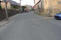 K lehkým zraněním došlo po kolizi auta a motorky.