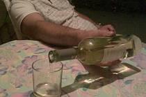 Incident spustila vínová pijatika. To ještě nejspíš oba netušili, jakou bude mít dohru.