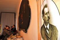 Vernisáž výstavy věnované cestovateli Emilu Holubovi.