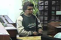 Kriminalisté pátrají po muži, který přepadl Komerční banku v Moravské Třebové.