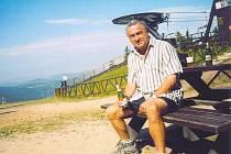 Zdeněk Vandas na jednom z nejkrásnějších míst Krkonoš – na Čertově hoře nad Harrachovem. Snímek je ze srpna roku 2004.