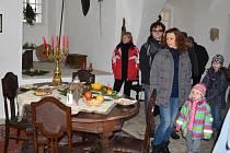 Na sváteční období před Vánoci nezapomínají ani na hradě Svojanov. Návštěvníky vítá adventní výzdoba. Pokoje jsou provoněné pečivem i kořením. Nechybí ani stromeček a dárky pod ním.