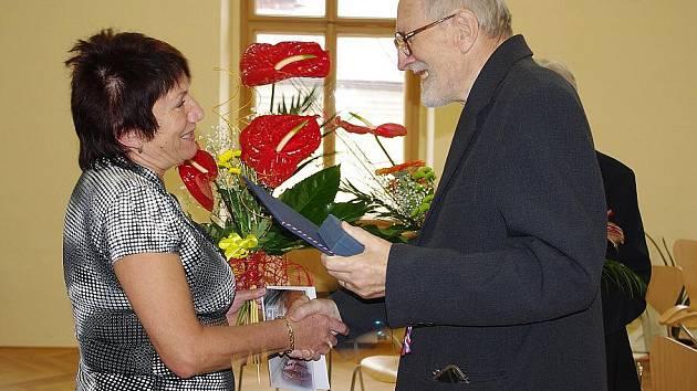 Jan Kapusta při loňském přebírání diplomu a medaile Bohuslava Martinů.