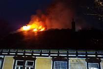 Ve středu v 6 hodin ráno vyjížděli hasiči do Pusté Rybné k požáru fary.