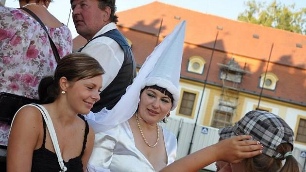 Zámkem v Litomyšli se procházela bílá paní.