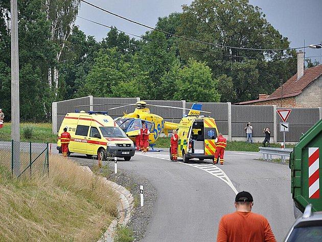 Vážná nehoda se stala ve čtvrtek okolo půl jedné v Opatově u Svitav u základní školy. Auto tady srazilo dva chlapce na kole.