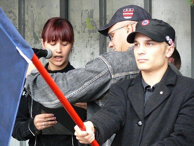 Pochod skinheadů na podporu Vlastimila Pechance.