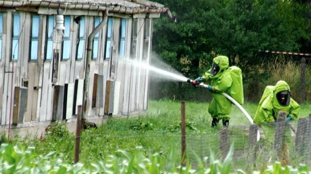 Dezinfekce drůbežárny vyvrcholila v neděli dezinfekcí hal.