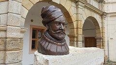 Busta šlechtice Ladislava Velena ze Žerotína na nádvoří zámku v Moravské Třebové.