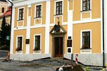 Bezbariérový přístup na radnici budují v Bystrém.