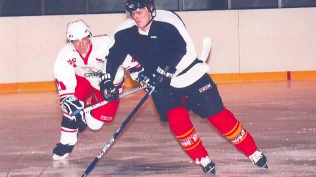 PLAY OFF JE něco zcela jiného než dlouhodobá soutěž a poličští hokejisté (na snímku v tmavém) se o tom přesvědčili.