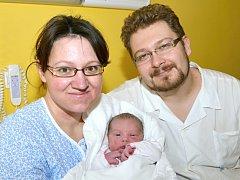 EVA RYCHLOVSKÁ. Narodila se 19. února Lence a Lukášovi z Nyklovic. Měřila 49 centimetrů a vážila 3,8 kilogramu. Doma se na ni těšil bráška Pavel.