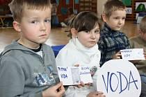 DEN VODY oslavily děti z Moravské Třebové i z okolních vesnic. Naučily se, že je voda vzácná tekutina, kterou musejí chránit. Získaly řadu zajímavých informací.
