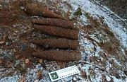 V lese u Arnoštova nalezl detektorář nevybuchlou munici z války.