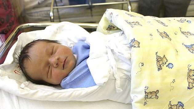 ONDŘEJ TROJAN. Klučina se narodil ve Svitavách za asistence tatínka na porodním sále ve čtvrtek 9. prosince ve 14.55 hodin. Vážil 3,75 kilogramu a měřil půl metru. Manželé Lucie a Libor Trojanovi bydlí se synem v Březové nad Svitavou.