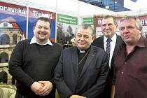 U STÁNKU Moravskotřebovska a Jevíčska na Regiontouru se ve čtvrtek zastavil i kardinál Dominik Duka.