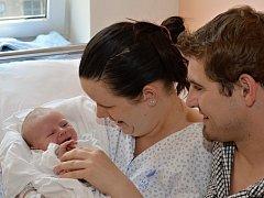 DOMINIK SYNEK. Narodil se 23. července Lucii Navrátilové a Marcelovi Synkovi ze Svitav. Měřil 50 centimetrů a vážil 3,6 kilogramu.