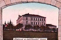 Měšťanská škola Bystré - z prvorepublikové pohlednice.