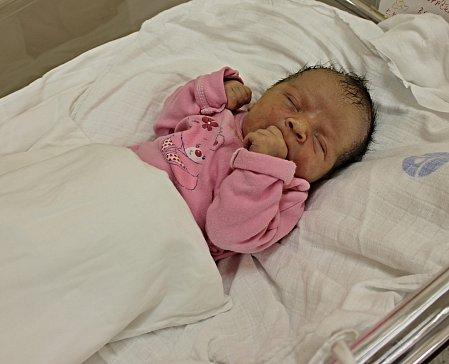 ROZÁRKA KROPÁČKOVÁ se narodila 5. prosince v 10.01 hodin. Vážila 3 kilogramy a měřila 47 centimetrů. S rodiči Kateřinou a Pavlem a bráškou Matějem bude bydlet ve Vendolí.