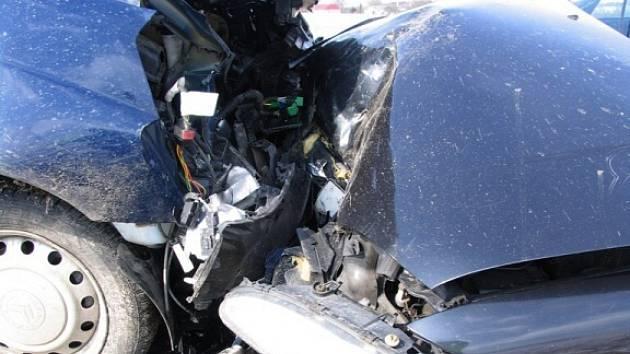 Řidička nezvládla průjezd zatáčkou.