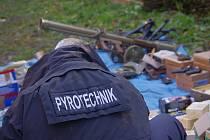 V Bělé intenzivně pracují pyrotechnici.