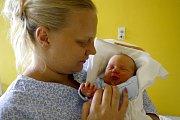 DOMINIK PRUDIL je po Terezce dalším dítětem Martiny Vodehnalové a Ladislava Prudila ze Svitav. Narodil se 2. srpna ve 12.47 hodin, vážil 3620 gramů a měřil 49 centimetrů.