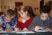 Děti si v muzeu mohly vyzkoušet školní pomůcky z doby Rakouska-Uherska.
