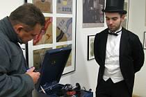 Na sobotní vernisáži návštěvníci zhlédli díla amatérských umělců z celého okresu. Další výstava mapuje gramofonový průmysl. Zájemci si mohli poslechnout hudbu i ze starších gramofonů a fonografů.