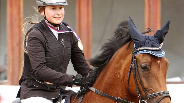 Východočeskou mistryní v kategorii dětí se stala zásluhou bezchybného výkonu Anna Slušná na koni Adiže 2.