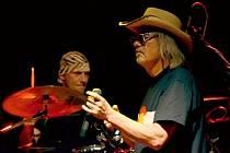 Kapela Žlutý pes je spjata se zpěvákem Ondřejem Hejmou. Svým výkonem nenadchl  pouze on, ale            i ostatní muzikanti, kteří ukázali, co v nich je.
