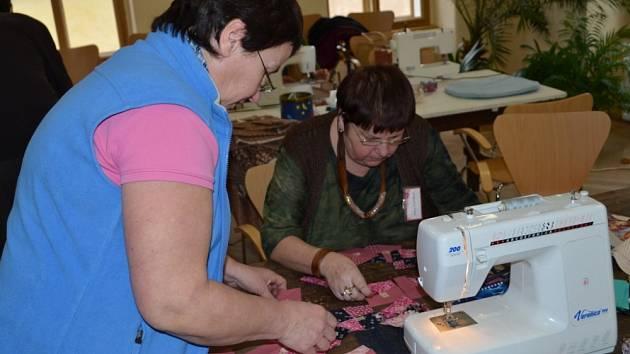 PATCHWORK je speciální technika sešívání barevných látek. Ženy z Litomyšle se ho naučily od Holanďanek.
