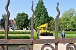 Tunové sochy navždy zmizely z Litomyšle.