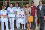 Sestřičky oblékají veselé oblečení ze Třebové