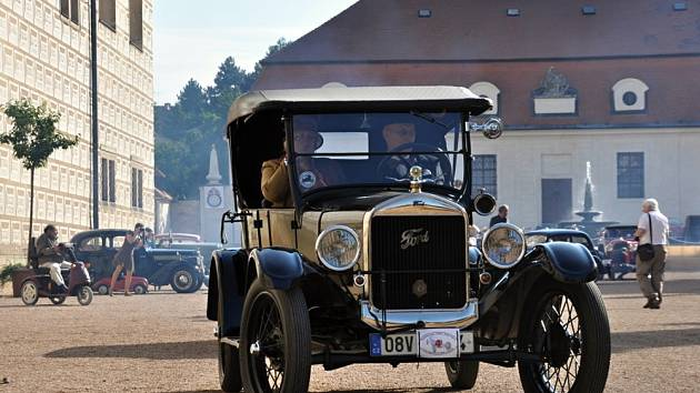 V Litomyšli si dali sraz milovníci historických automobilů.