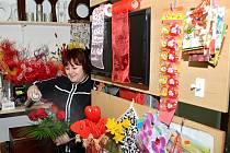 Rudé růže bývají nejčastější květinou, kterou muži na Valentýna darují svým vyvoleným. Radost ale udělá cokoliv.