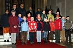 Biskupová si přáli vyfotit se se dětmi.