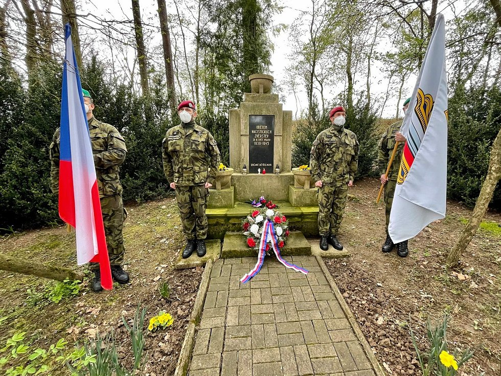 Představitelé města Moravská Třebová uctili památku obětí 2. světové války.