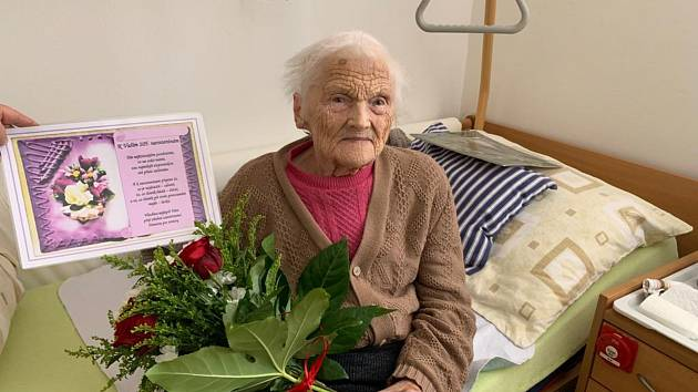 OSLAVENKYNĚ. Růžena Studená oslavila v úterý krásné 105. narozeniny.