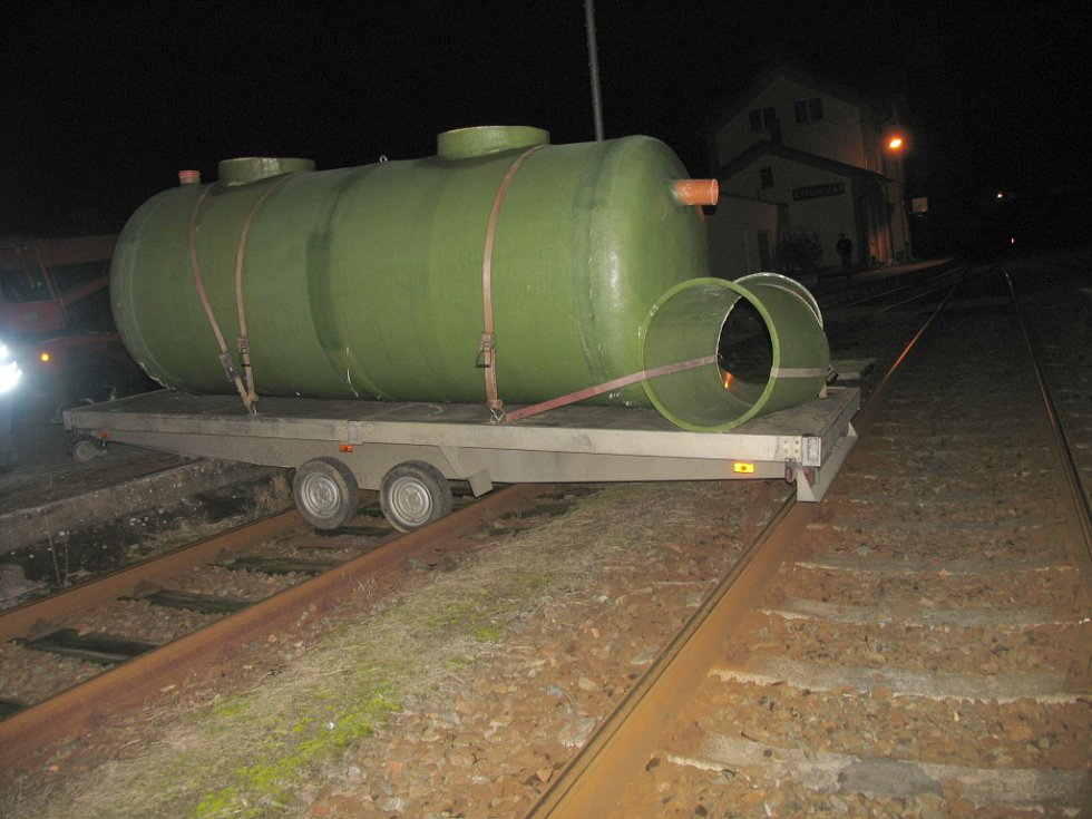 Na vlakovém přejezdu v Litomyšli se v úterý o půl osmé večer stala dopravní nehoda