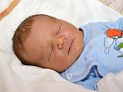 JOSEF HANYCH. Narodil se 2. září Elišce Mazalové a Josefu Hanychovi z Poličky. Měřil 49 centimetrů a vážil 3,2 kilogramu.