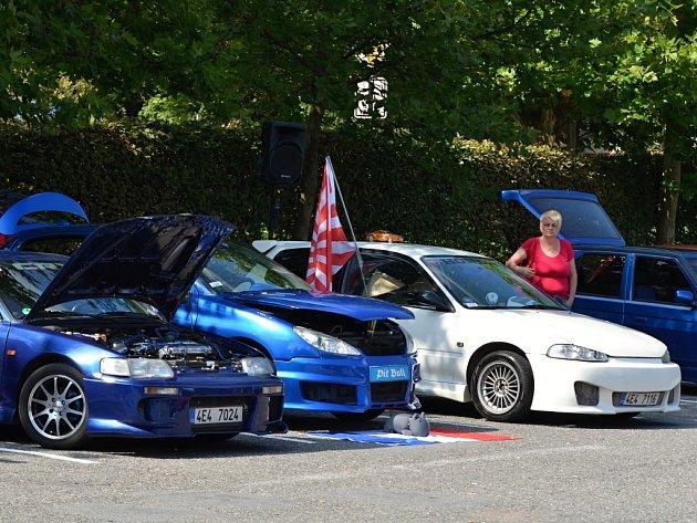 Vytuněná auta se blýskla v Litomyšli.
