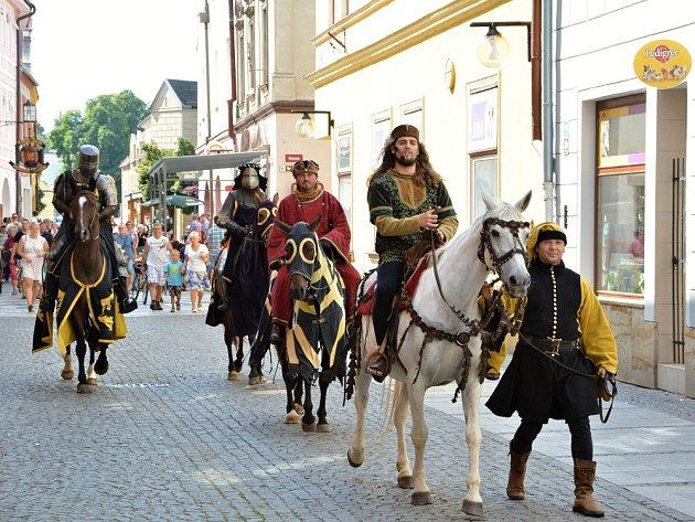 KAREL IV. (v na bílém koni) při návštěvě Moravské Třebové.