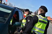 Policejní kontroly na hranicích.