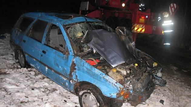 Opilý řidič havaroval a zranil spolujezdce.