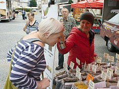 Na svitavském náměstí se kromě zeleniny a pekárenských výrobků prodává i koření.