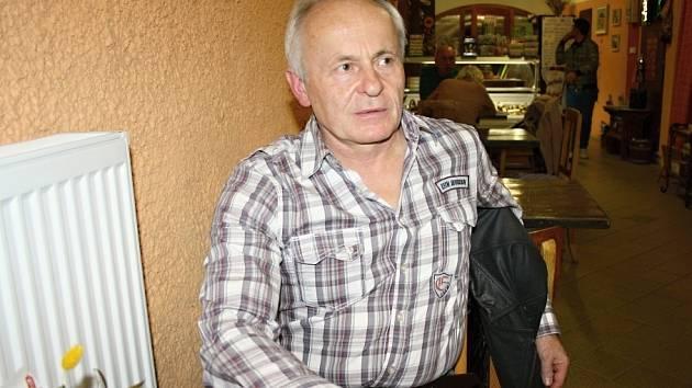 Spoluzakladatel Občanského fóra v Poličce Vladimír Gracias se v roce 1989 dokonce jednal s tehdejším šéfem místní Veřejné bezpečnosti. Podle něj byl naštěstí rozumný.